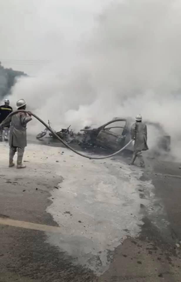 Mercedes GLC 250 bốc cháy kinh hoàng sau va chạm liên hoàn khiến 1 phụ nữ tử vong, giao thông ùn tắc nghiêm trọng-6
