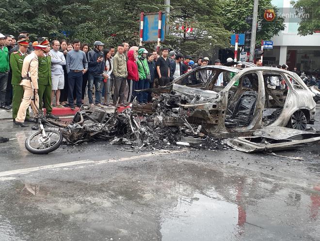 Mercedes GLC 250 bốc cháy kinh hoàng sau va chạm liên hoàn khiến 1 phụ nữ tử vong, giao thông ùn tắc nghiêm trọng-7