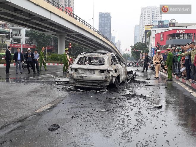 Mercedes GLC 250 bốc cháy kinh hoàng sau va chạm liên hoàn khiến 1 phụ nữ tử vong, giao thông ùn tắc nghiêm trọng-9