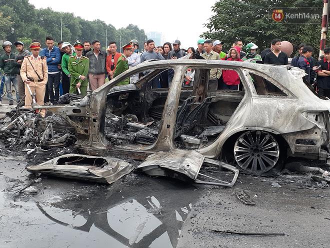 Mercedes GLC 250 bốc cháy kinh hoàng sau va chạm liên hoàn khiến 1 phụ nữ tử vong, giao thông ùn tắc nghiêm trọng-10