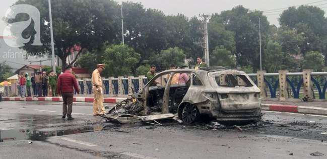Nhân chứng vụ Mercedes kéo nhiều xe máy dưới gầm bốc cháy làm 1 người tử vong: Nữ tài xế mắc kẹt được cứu sống kịp thời-2