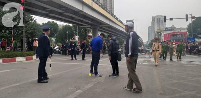Nhân chứng vụ Mercedes kéo nhiều xe máy dưới gầm bốc cháy làm 1 người tử vong: Nữ tài xế mắc kẹt được cứu sống kịp thời-3