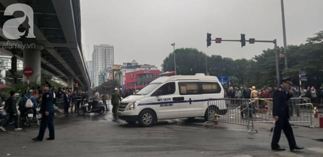 Nhân chứng vụ Mercedes kéo nhiều xe máy dưới gầm bốc cháy làm 1 người tử vong: Nữ tài xế mắc kẹt được cứu sống kịp thời-4