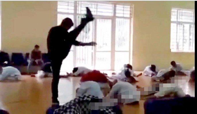 """Bất ngờ trước gia cảnh của thầy giáo dạy võ như tra tấn"""" học sinh ở Vĩnh Phúc-1"""