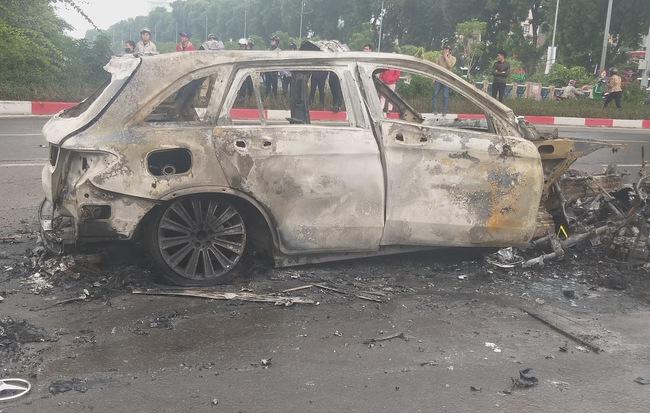 Vụ Mercedes kéo nhiều xe máy bốc cháy, khiến 1 nạn nhân tử vong: Chiếc xe ô tô chồng mới mua vài ngày giao cho vợ sử dụng-1