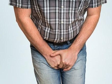 4 dấu hiệu cảnh báo sớm bệnh ung thư ở vùng cơ thể phía dưới, các đấng mày râu nếu gặp thì phải đi khám ngay