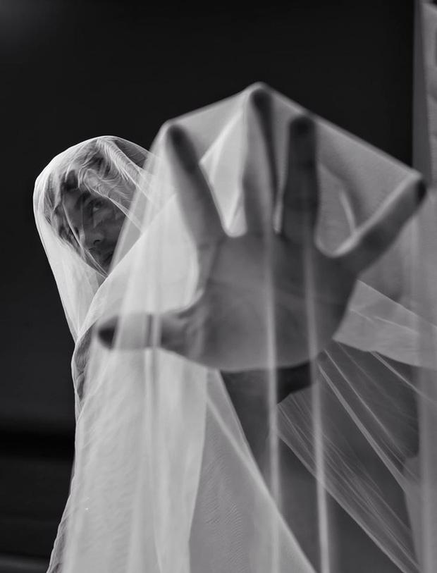 Bất ngờ đăng tải loạt ảnh đơn sắc, Sơn Ngọc Minh gây lo lắng khi suy nghĩ về cái chết sau loạt ồn ào tố Erik bạc tình-2