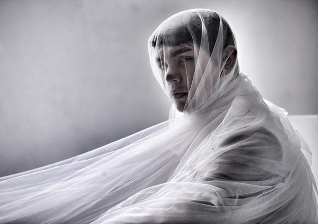 Bất ngờ đăng tải loạt ảnh đơn sắc, Sơn Ngọc Minh gây lo lắng khi suy nghĩ về cái chết sau loạt ồn ào tố Erik bạc tình-3