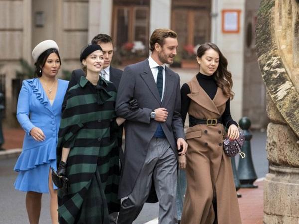 Nàng dâu hoàng gia gốc Việt lần đầu xuất hiện cùng gia đình nhà chồng Monaco: Ăn mặc gợi cảm nhưng có phần lạc lõng-4