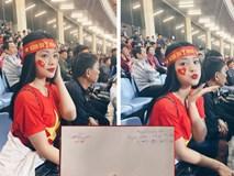 Cô gái xinh đẹp có nhan sắc nổi bật trên khán đài trận Việt Nam - Thái Lan, nhưng tiết lộ danh tính cầu thủ tặng vé cho mình mới gây sốc