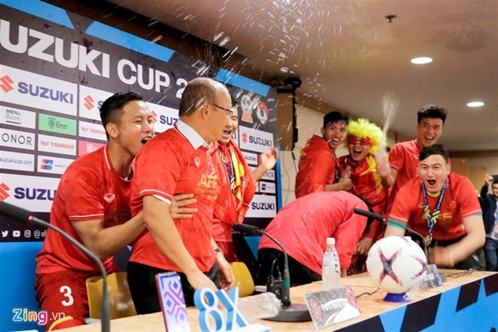 Ngày 20/11, tri ân HLV Park - người thầy của các cầu thủ Việt Nam-10