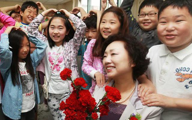 Cô giáo hạnh phúc khoe món quà nhân Ngày Nhà giáo lên MXH bị phụ huynh chỉ trích, dân mạng lại phẫn nộ: Suy diễn quá nhiều!-1