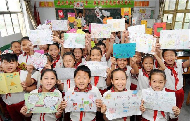 Cô giáo hạnh phúc khoe món quà nhân Ngày Nhà giáo lên MXH bị phụ huynh chỉ trích, dân mạng lại phẫn nộ: Suy diễn quá nhiều!-3