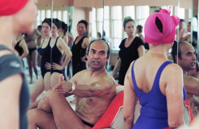 Đời tư bê bối của Bikram Choudhury - cha đẻ của yoga nóng được tôn sùng khắp thế giới và những lần quấy rối tình dục công khai bất chấp các cáo buộc-4