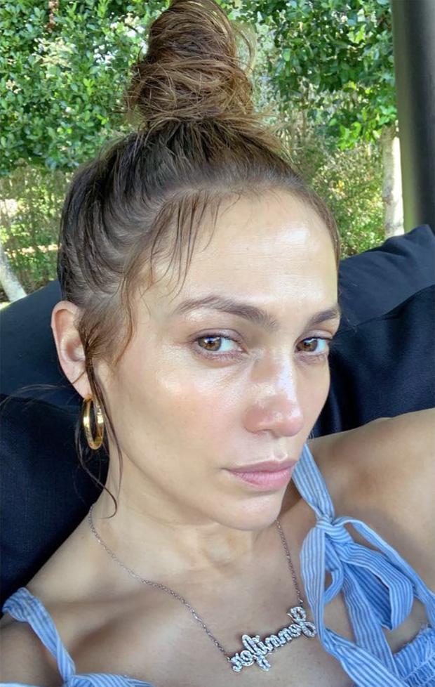 Đến 50 tuổi, bạn muốn da căng bóng không nếp nhăn như Jennifer Lopez thì hãy ghim ngay 5 tips skincare của nữ hoàng sexy-2