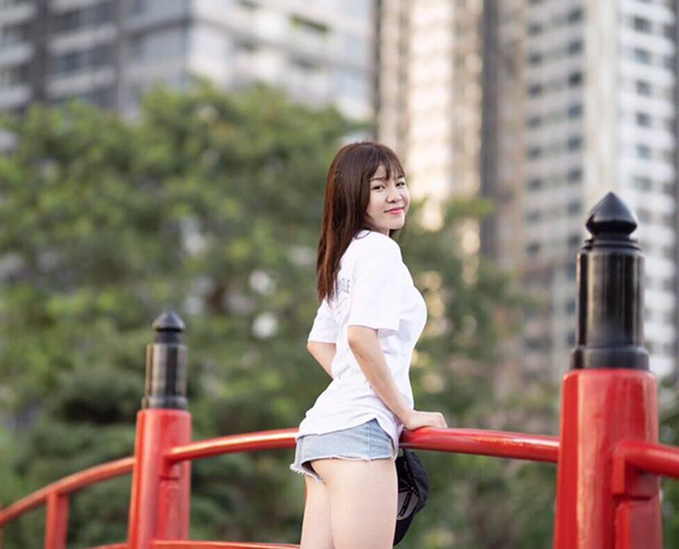 Bạn gái Lâm Tây nóng bỏng, gợi cảm trong mọi khoảnh khắc-5