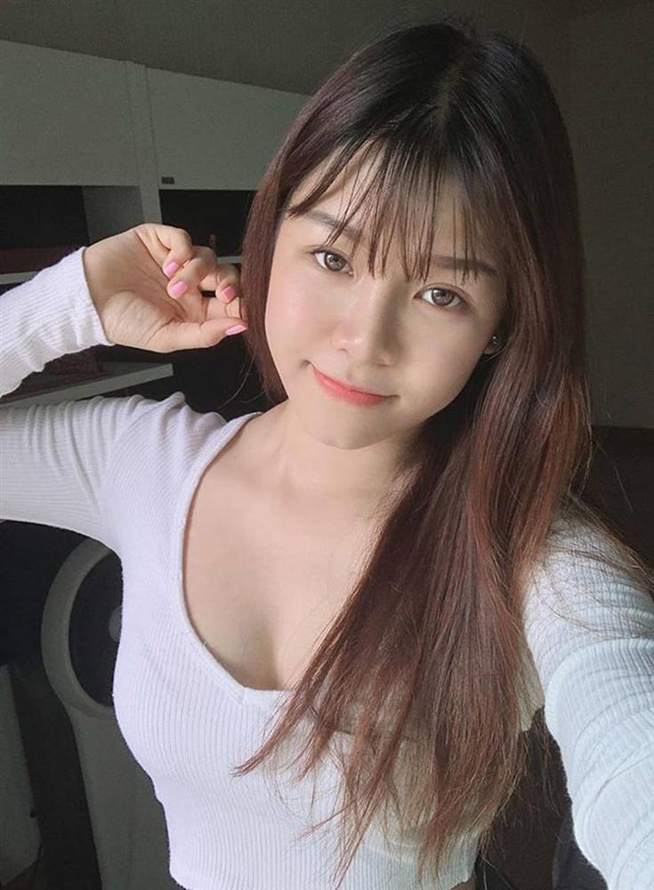 Bạn gái Lâm Tây nóng bỏng, gợi cảm trong mọi khoảnh khắc-7