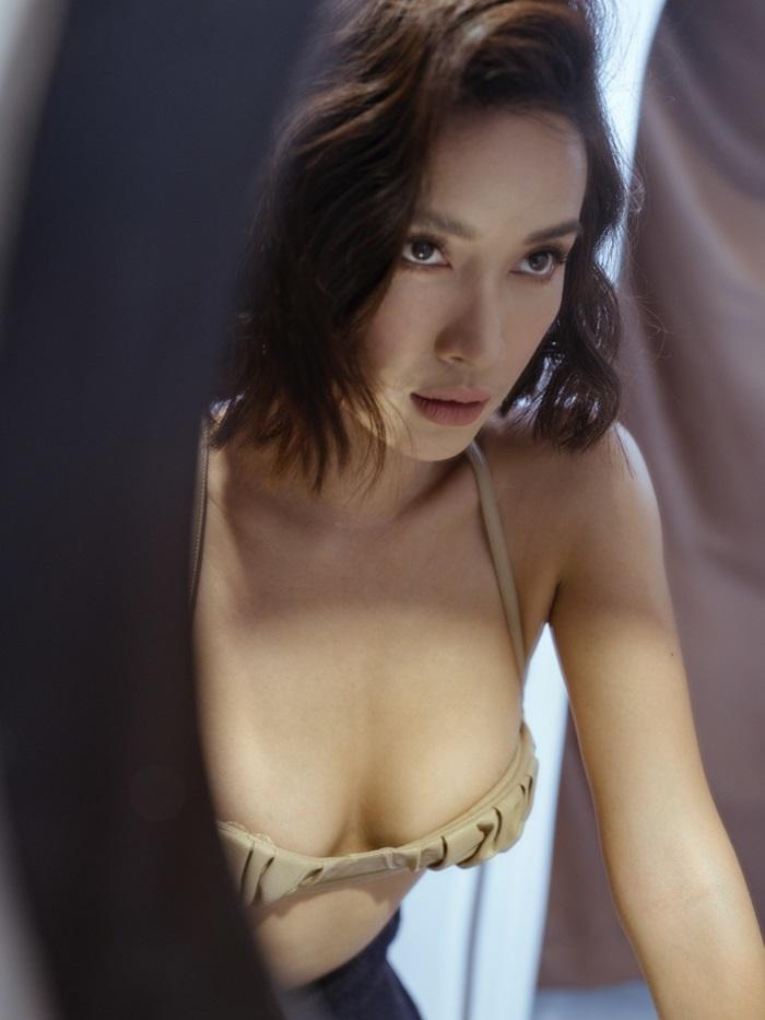 Cô gái vàng trong làng ăn cưới showbiz Việt chụp ảnh gợi cảm, không chạnh lòng vì mãi vẫn độc thân-2