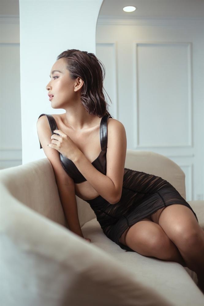 Cô gái vàng trong làng ăn cưới showbiz Việt chụp ảnh gợi cảm, không chạnh lòng vì mãi vẫn độc thân-6