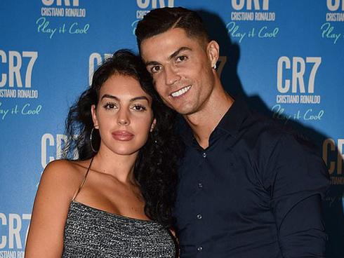 Sau 3 năm hẹn hò rồi sinh con, Ronaldo và bạn gái nóng bỏng cuối cùng đã tổ chức đám cưới bí mật?