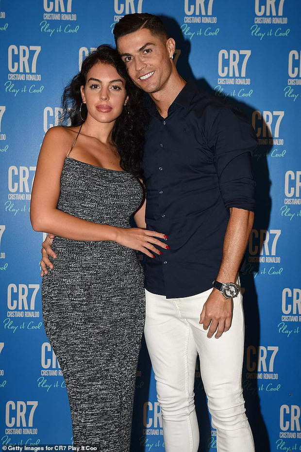 Sau 3 năm hẹn hò rồi sinh con, Ronaldo và bạn gái nóng bỏng cuối cùng đã tổ chức đám cưới bí mật?-1