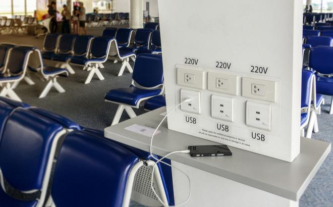 Đừng sạc điện thoại tại các trạm sạc công cộng, ví dụ như sân bay-1