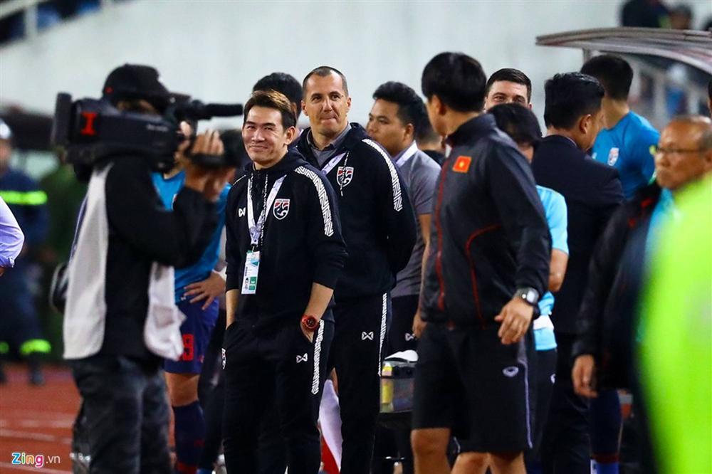 Phải đưa trợ lý tuyển Thái Lan lên FIFA xử nặng-3