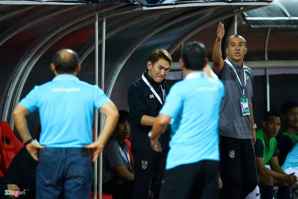 Phải đưa trợ lý tuyển Thái Lan lên FIFA xử nặng-4