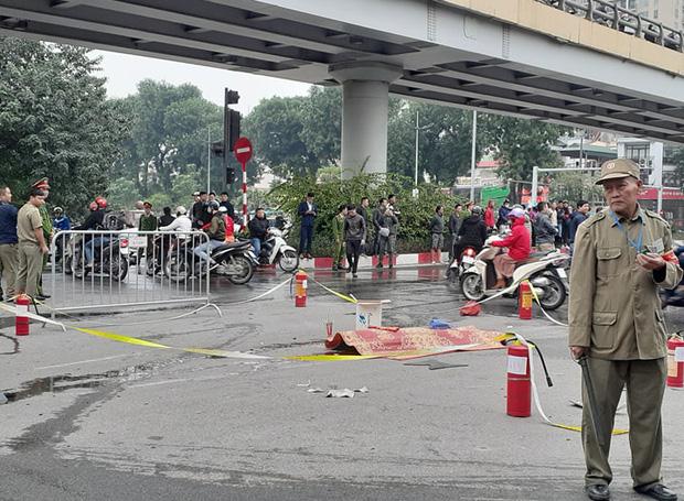 Tạm giữ hình sự nữ tài xế đi giày cao gót lái xe ô tô Mercedes gây tai nạn liên hoàn trên đường Lê Văn Lương-1