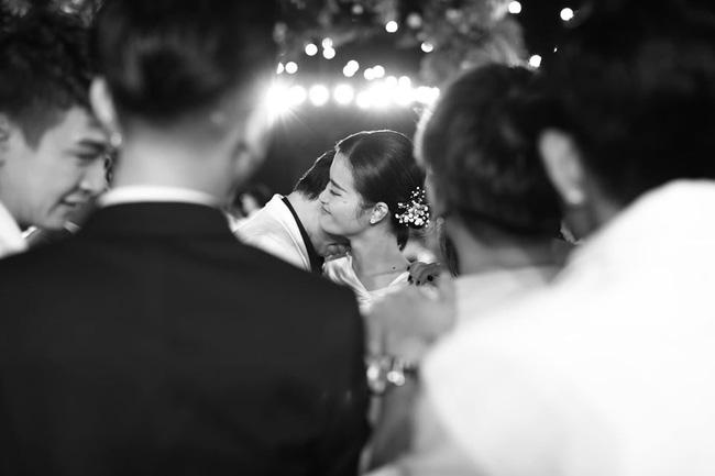 Những thước hình chưa từng hé lộ trong lễ cưới Đông Nhi - Ông Cao Thắng: Noo Phước Thịnh khóc như mưa, Hari Won bị dìm hàng-2
