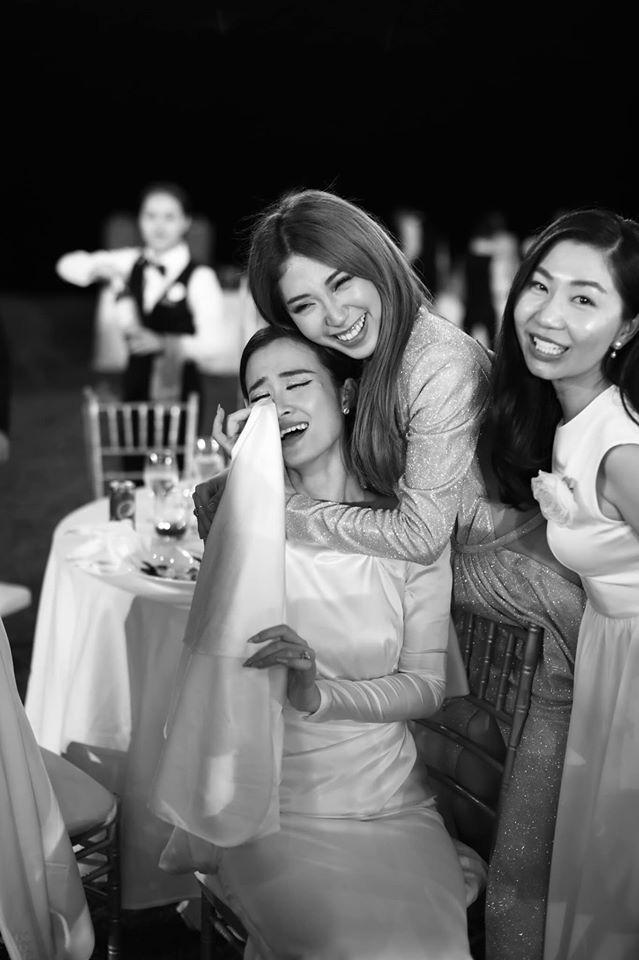 Những thước hình chưa từng hé lộ trong lễ cưới Đông Nhi - Ông Cao Thắng: Noo Phước Thịnh khóc như mưa, Hari Won bị dìm hàng-3
