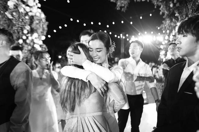 Những thước hình chưa từng hé lộ trong lễ cưới Đông Nhi - Ông Cao Thắng: Noo Phước Thịnh khóc như mưa, Hari Won bị dìm hàng-7