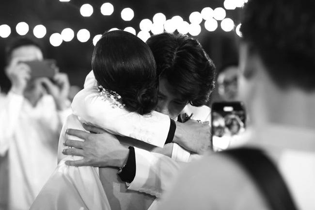 Những thước hình chưa từng hé lộ trong lễ cưới Đông Nhi - Ông Cao Thắng: Noo Phước Thịnh khóc như mưa, Hari Won bị dìm hàng-11