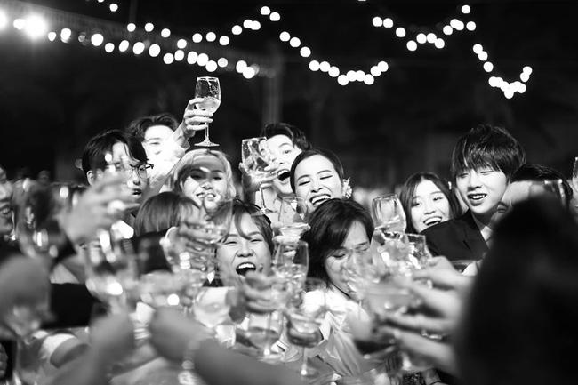 Những thước hình chưa từng hé lộ trong lễ cưới Đông Nhi - Ông Cao Thắng: Noo Phước Thịnh khóc như mưa, Hari Won bị dìm hàng-17