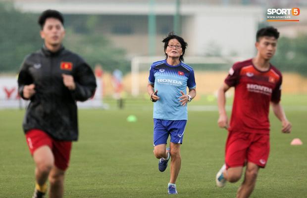 Thần y Hàn Quốc chỉ ra thói quen cố hữu trong ăn uống khiến bóng đá Việt Nam còn chậm phát triển-2