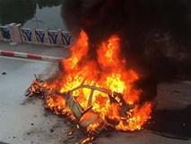 Mercedes gây tai nạn liên hoàn rồi bốc cháy