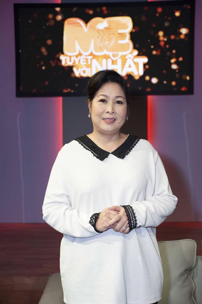 Hình ảnh chính thức của Quỳnh Trần JP và bé Sa trong talkshow do NSND Hồng Vân làm MC-1
