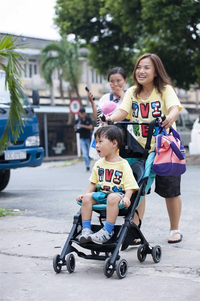 Hình ảnh chính thức của Quỳnh Trần JP và bé Sa trong talkshow do NSND Hồng Vân làm MC-7
