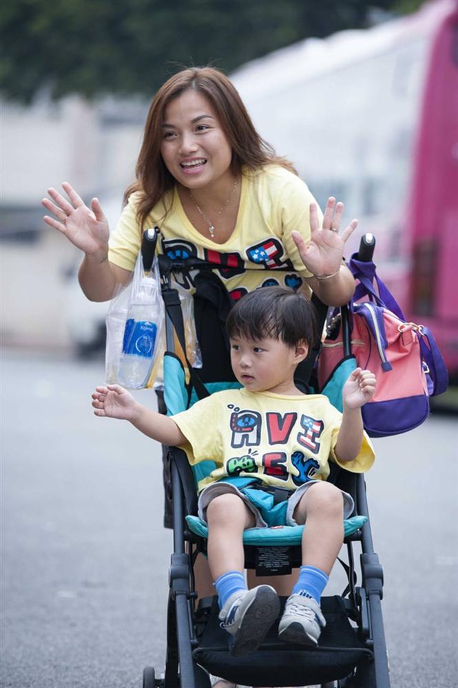 Hình ảnh chính thức của Quỳnh Trần JP và bé Sa trong talkshow do NSND Hồng Vân làm MC-8