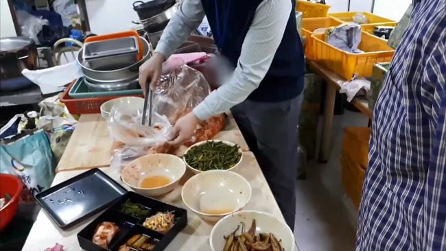 Thâm nhập cửa hàng bán đồ ăn online của Hàn Quốc: Nhếch nhác đến nỗi lên nấm mốc, nghi sử dụng lại đồ ăn thừa của khách-6