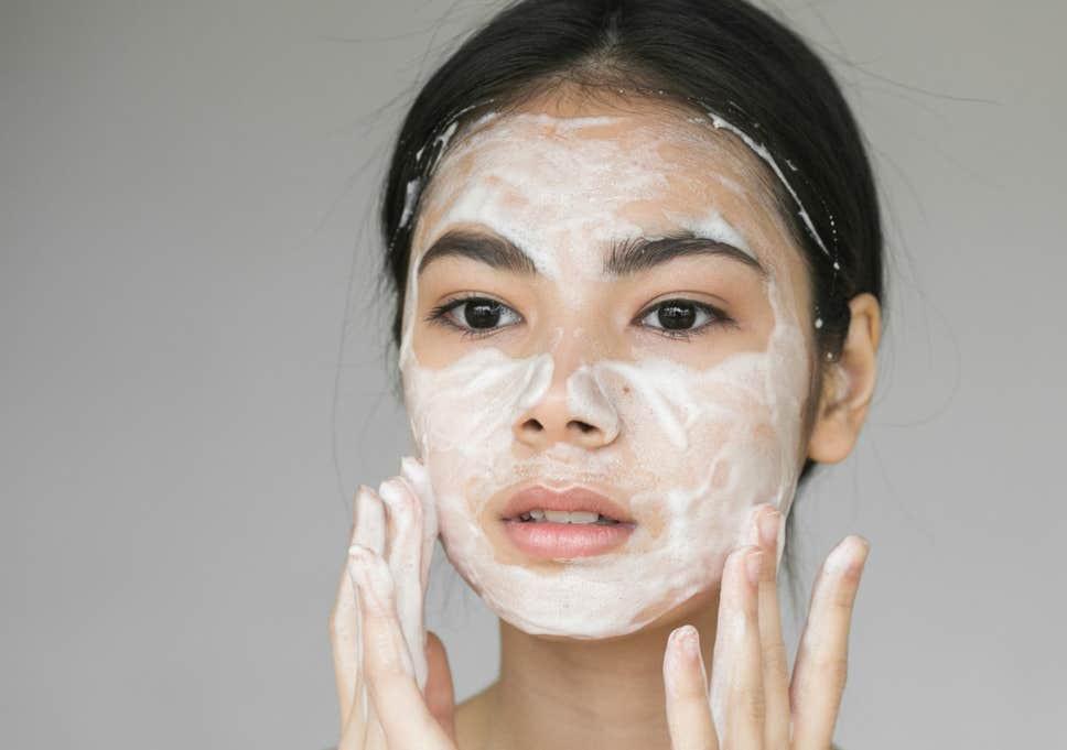 Học ngay cách chăm sóc da dầu mụn đúng cách vào mùa đông-1