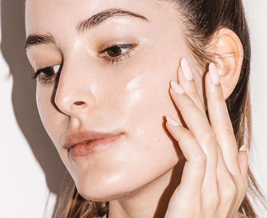 Học ngay cách chăm sóc da dầu mụn đúng cách vào mùa đông-4