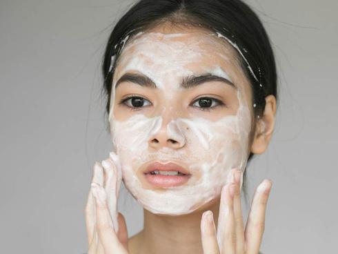 Học ngay cách chăm sóc da dầu mụn đúng cách vào mùa đông