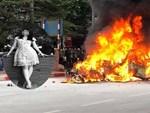 Vụ xe Mercedes gây tai nạn liên hoàn rồi bốc cháy: Đám tang cô gái ngập tràn nước mắt và vòng hoa trắng-4