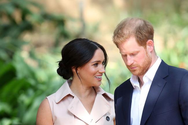 Tiết lộ mới gây sốc: Vợ chồng Meghan Markle bị gia đình hoàng gia cô lập và lời cảnh báo của Nữ hoàng Anh-1