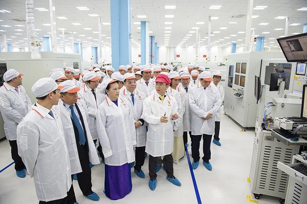 VinSmart khánh thành tổ hợp nhà máy thiết bị điện tử thông minh-6