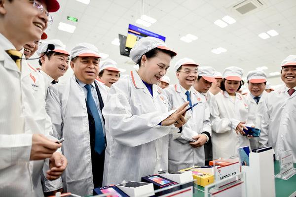 VinSmart khánh thành tổ hợp nhà máy thiết bị điện tử thông minh-7