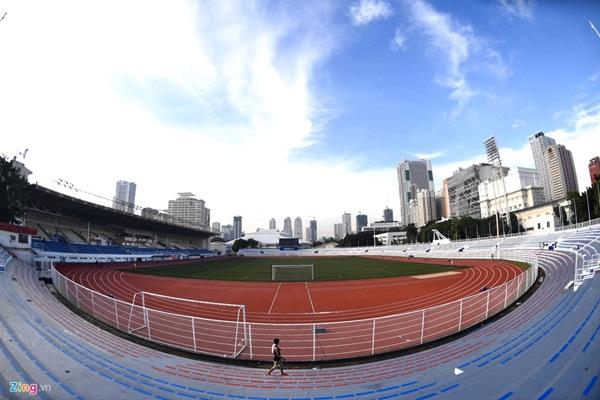 Sân bóng đá SEA Games 30 ngổn ngang trước ngày thi đấu-1