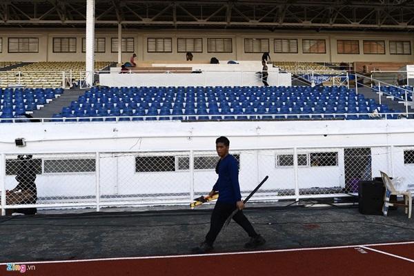 Sân bóng đá SEA Games 30 ngổn ngang trước ngày thi đấu-6