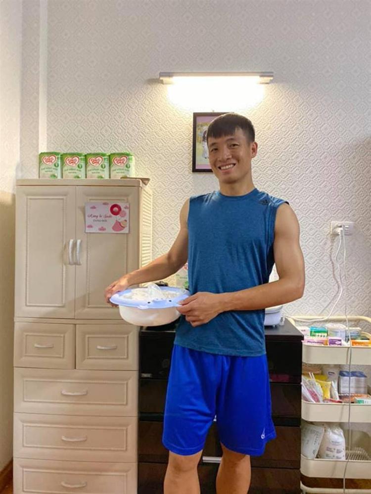 Ông bố bỉm sữa quốc dân gọi tên dàn cầu thủ Việt Nam: Giặt giũ, tắm gội, cho con ngủ anh cân tất!-2